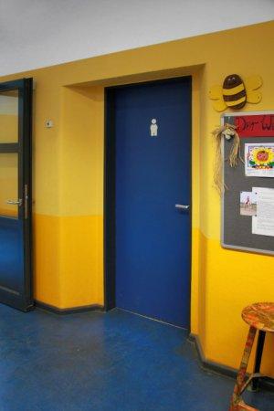 5_treppenhaus_gelb_toilettentuer-klein