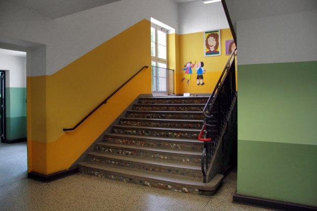 6_treppenhaus_gruen-gelb-klein